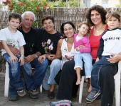 Leloudacamp family